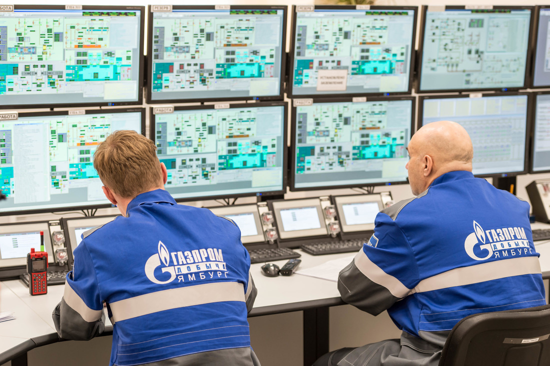 In the control room of booster compressor station of CGTU-3S, the Zapolyarnoye field